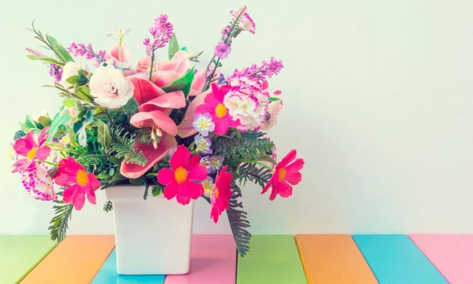 flores artificiais para mesa de jantar