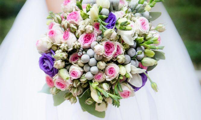 montar um buquê de flores artificiais