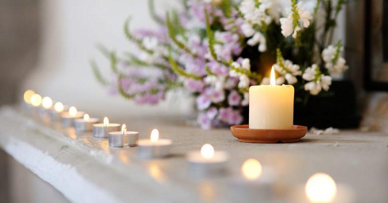 arranjo de flores artificiais para igreja evangélica