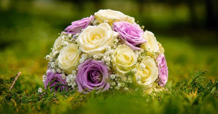 jarro de flores artificiais