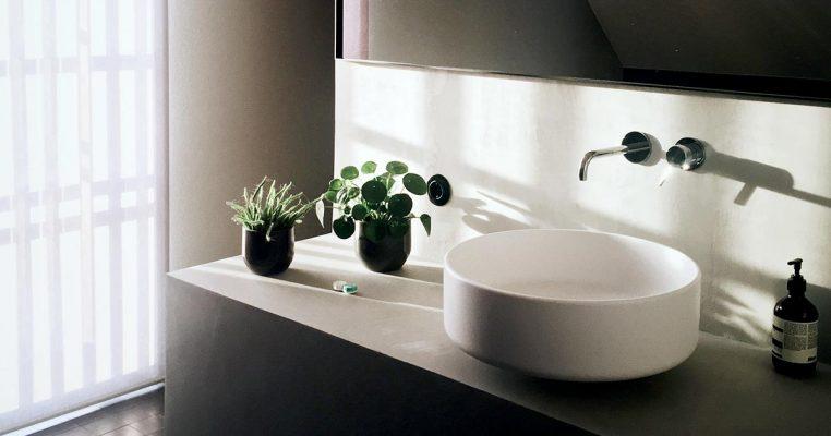 flores artificiais para banheiro