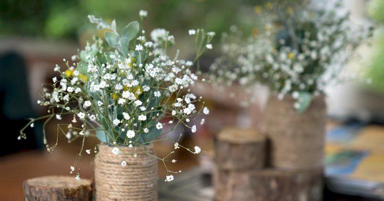 arranjo de flores artificiais pequenos