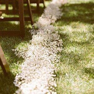 Flor mosquitinho artificial decorando caminho